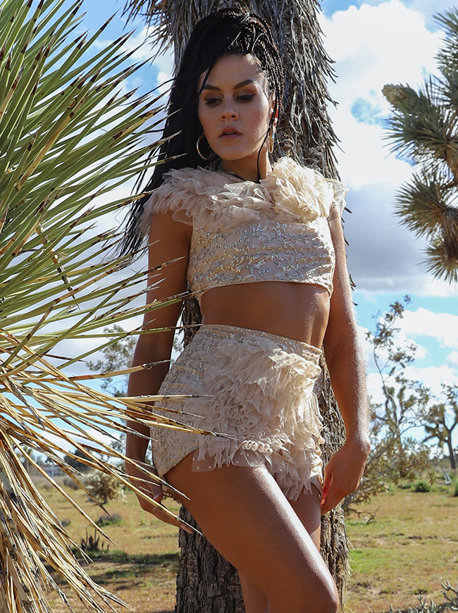 shop-desert-tribe-leopatra-by-the-tree