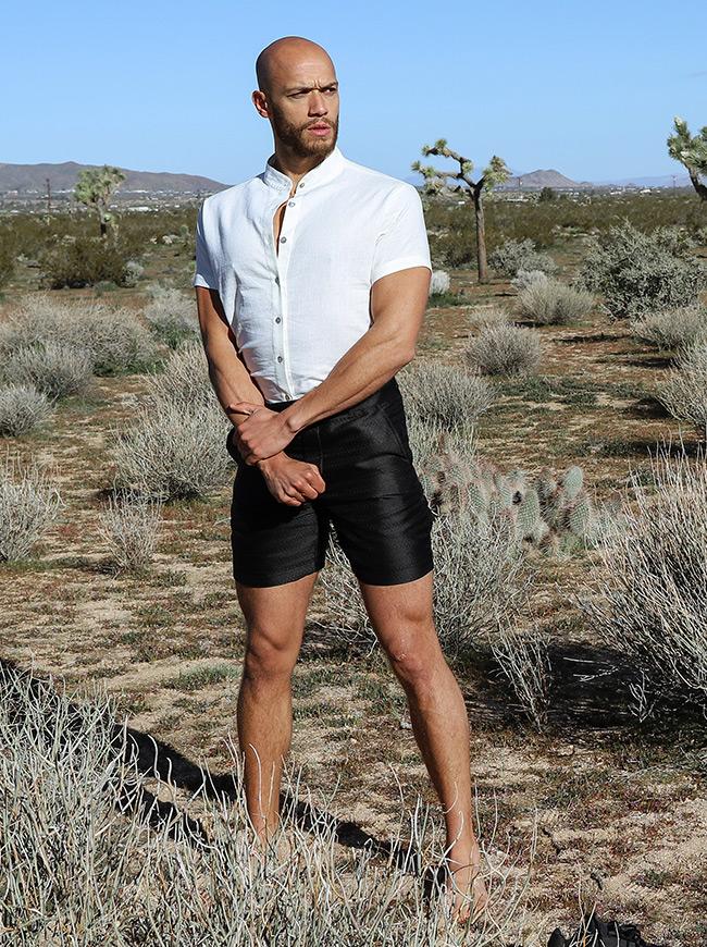 shop-desert-tribe-vagabond-shorts-look-side-arms-fold