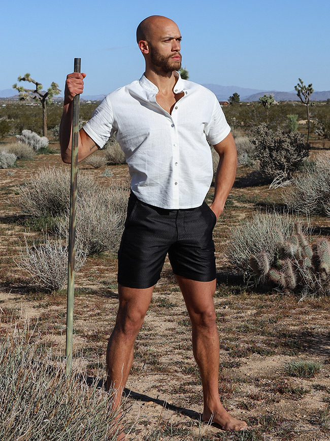 shop-desert-tribe-vagabond-shorts-look-side-with-cane
