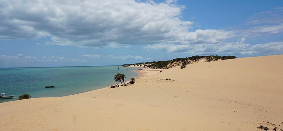 article-image-unique-islands-scenery-sand-dune-bazaruto-island-mozambique