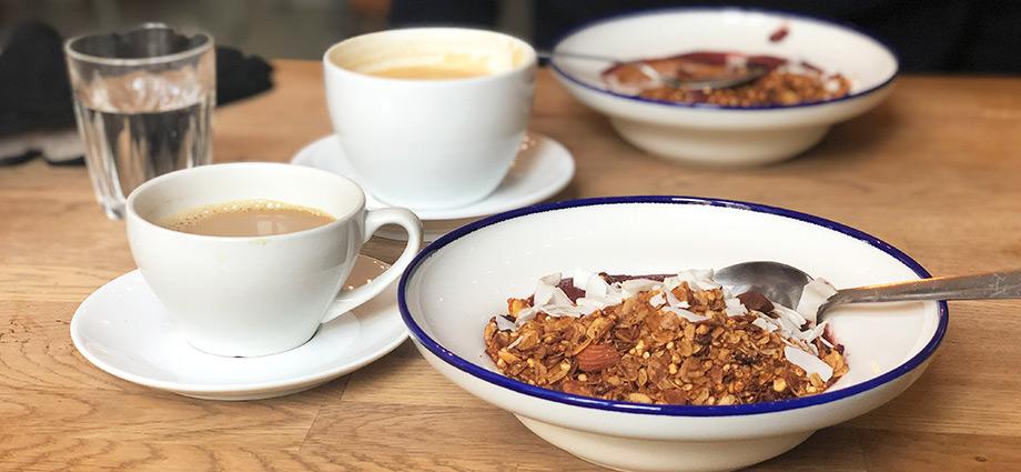 healthy-lunch-weekend-brunch-acai-bowl