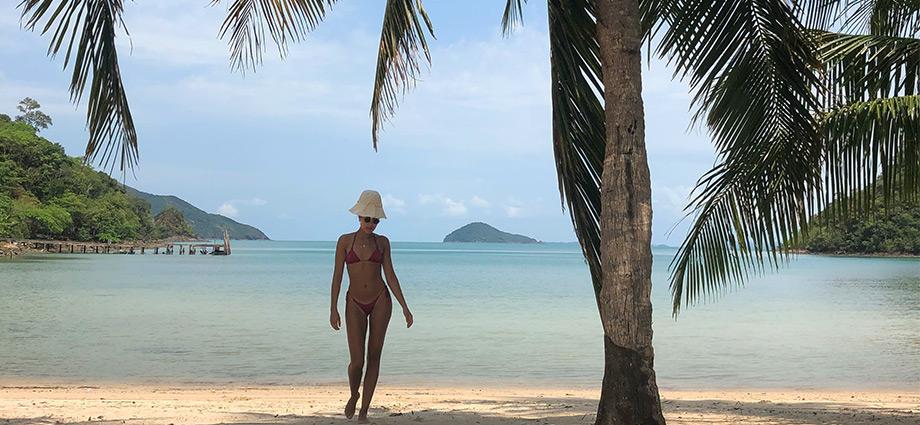 travel-unique-islands-girl-on-beach-hidden-island-close-to-bangkok